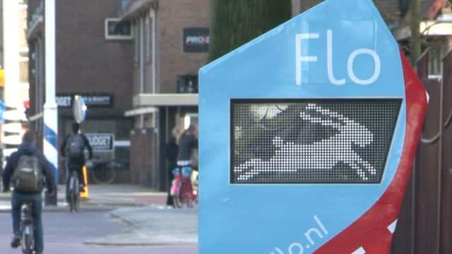 赤信号のタイミングを事前に教えてくれるマシン「Flo」