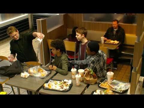 人もバーガーもいじめるな。バーガーキングの「いじめ撲滅」動画