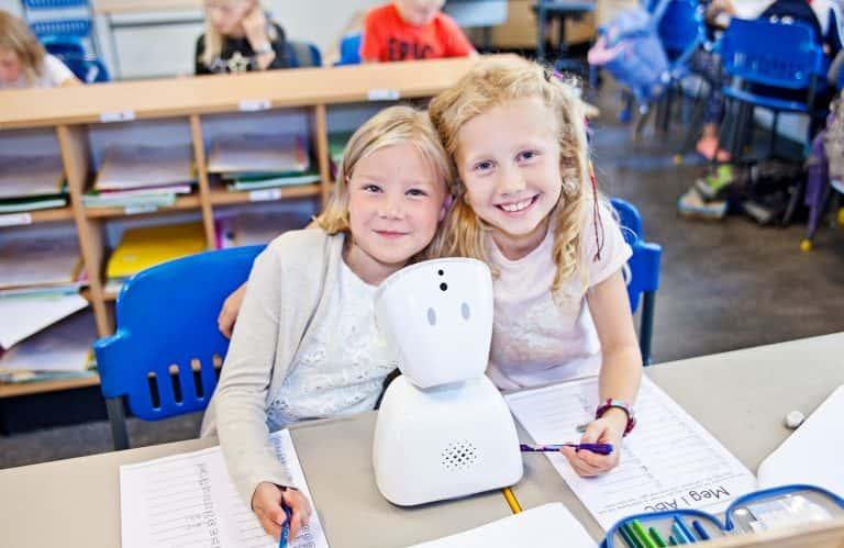 子どもの世界を広げ、孤独を癒す。生徒の代わりに登校するアバター「AV1」