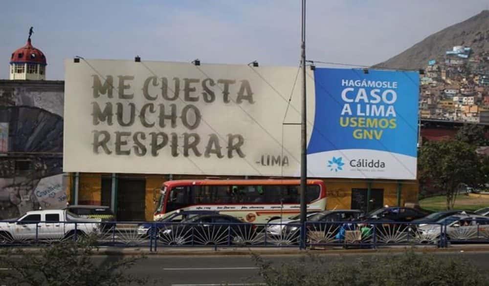 CO2からできたインクで大気汚染を訴える、ペルーの看板「Lima Talks」