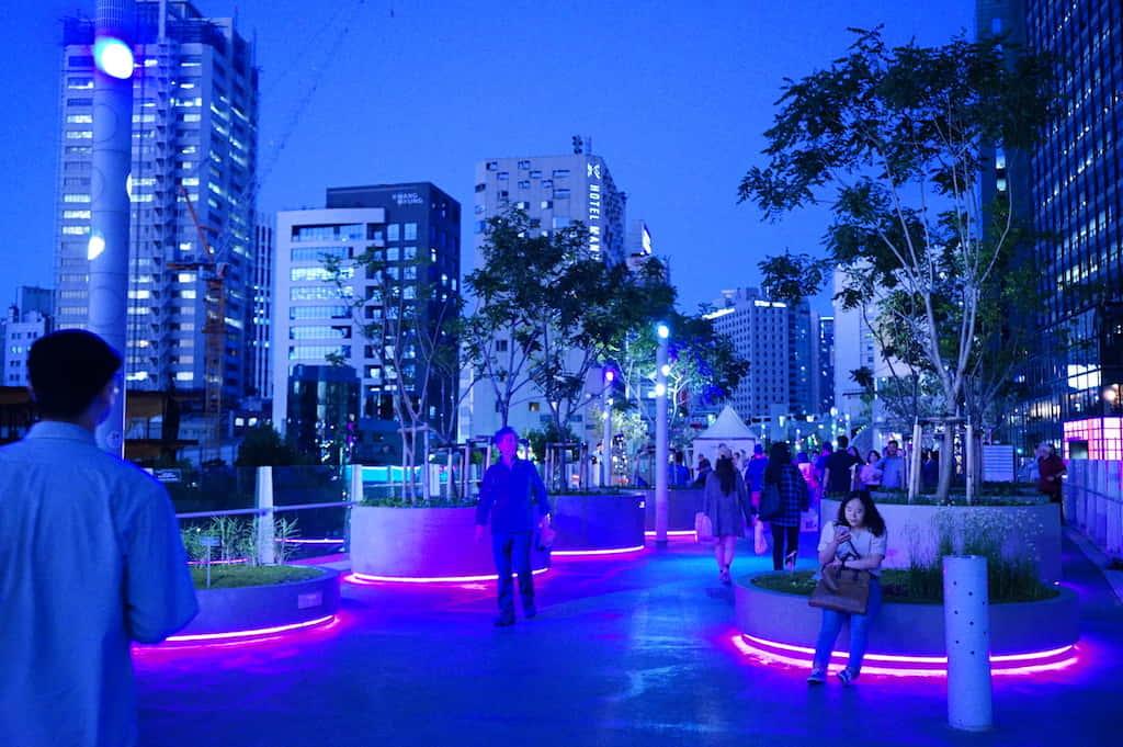 コンクリートから緑の遊歩道に。生まれ変わったソウルの高速道路