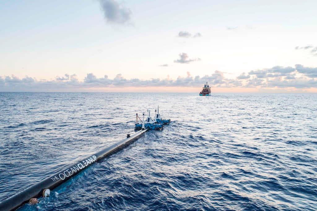 海洋プラゴミを除去する、波、風、海流で動く電力不要の装置