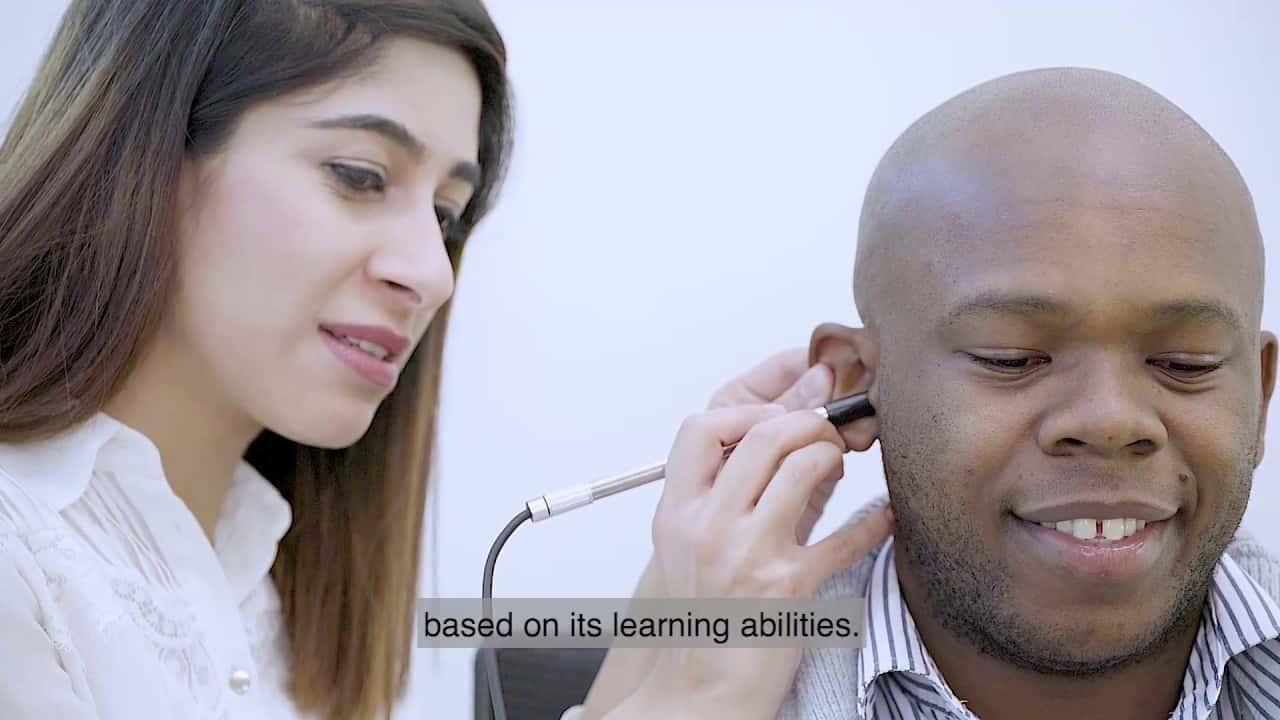 耳の感染症をAIでリモート診断。途上国の子供を救うスマート医療デバイス「hearScope」