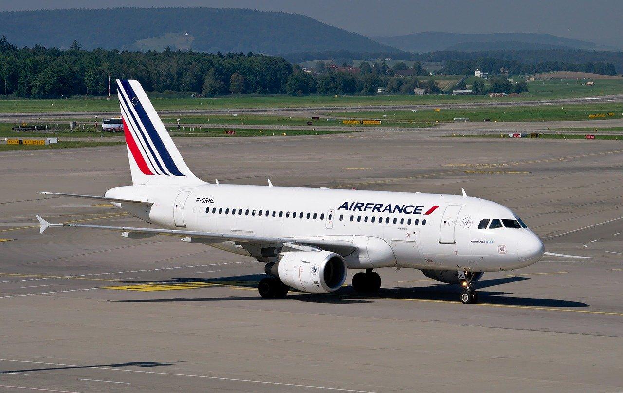 フランスが全面禁止する「電車で2時間半以内で行ける国内線空路」