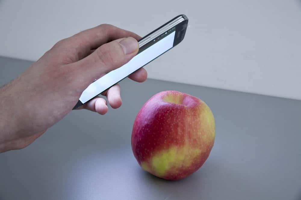 スマホをかざすだけで成分や有害物質が見抜けるアプリ