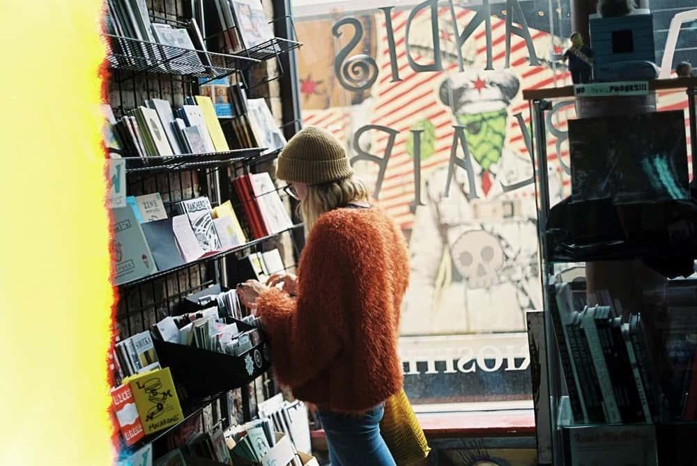 閉鎖中の書店を助ける、本への先払いキャンペーン 「本屋さんを開けよう」