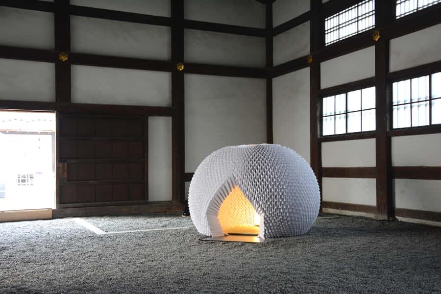 和紙の折り紙のみでつくられた、世界中に移動可能な茶室「Shi-An」