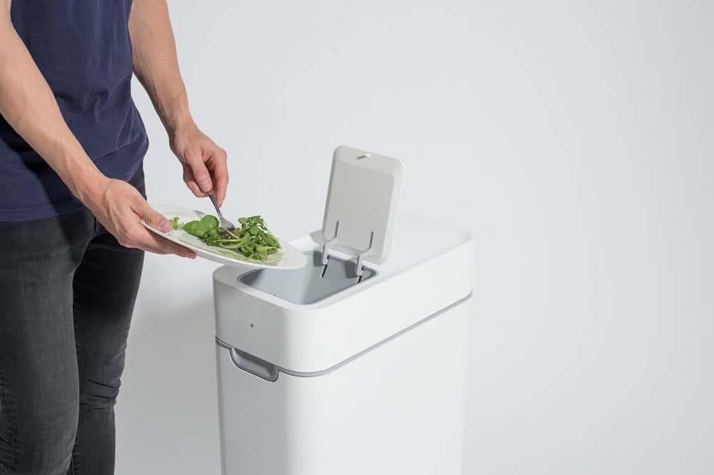 生ゴミを無臭で簡単に堆肥に変えてくれる台所用ゴミ箱「Taihi」