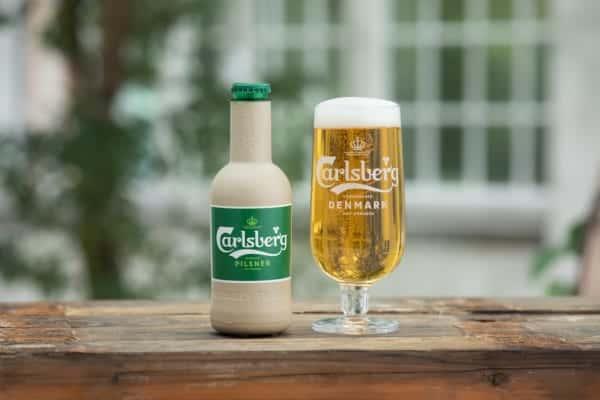 デンマークのカールスバーグが開発する、紙製飲料ボトル「グリーンファイバーボトル」