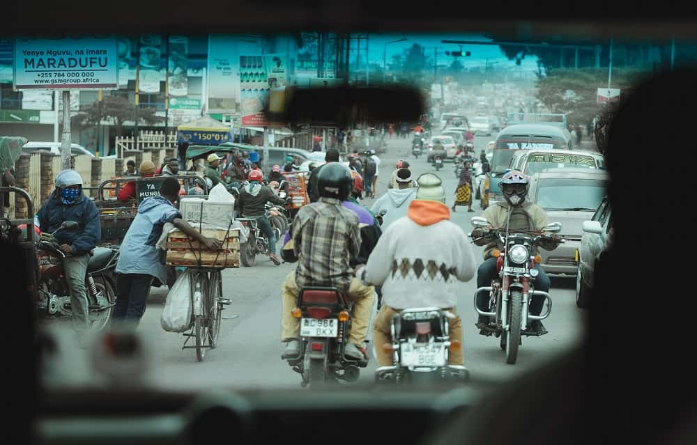 環境汚染とバイタク運転手の低賃金問題を解決するルワンダ発「電気バイク」
