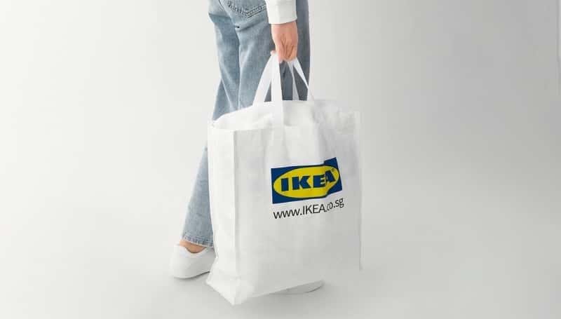 IKEAシンガポールが販売する、誤字プリントのバッグ「KLAMBY」