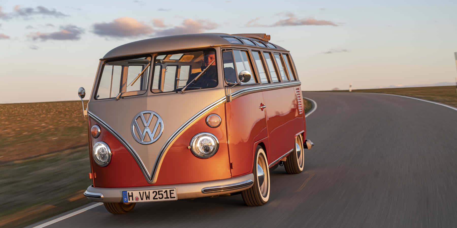 60年代のフォルクスワーゲン車を復刻した、CO2排出ゼロ電気自動車「e-BULLI」