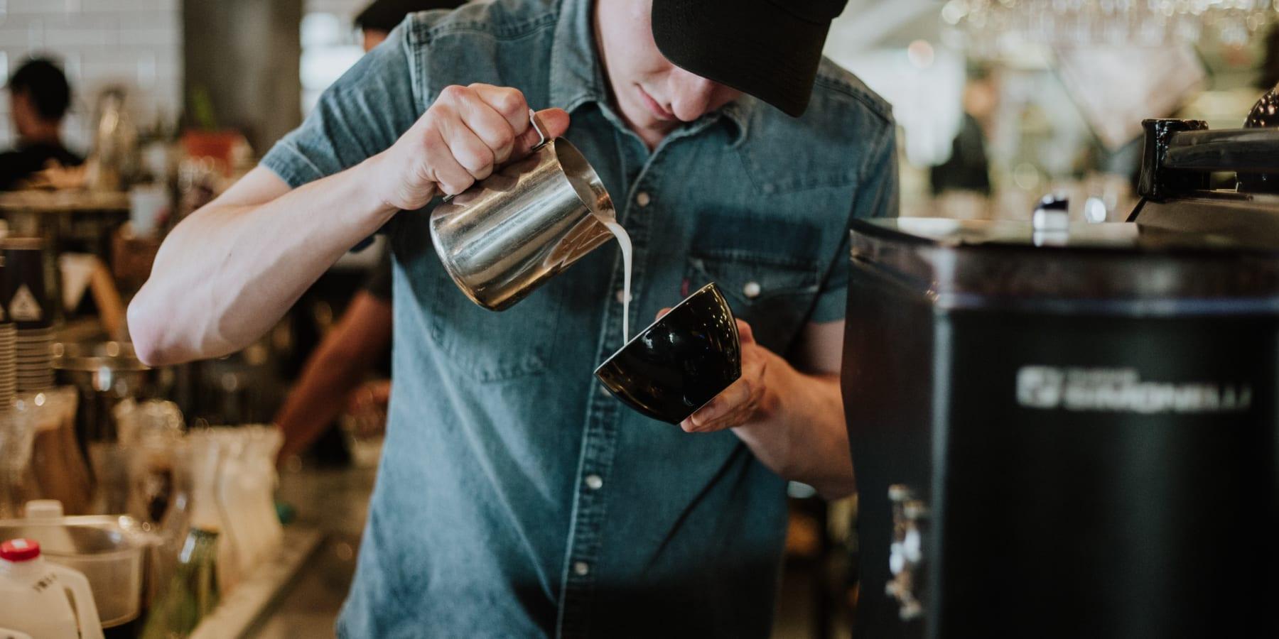 コーヒーを通じて再犯率を減らす、英国の刑務所カフェ
