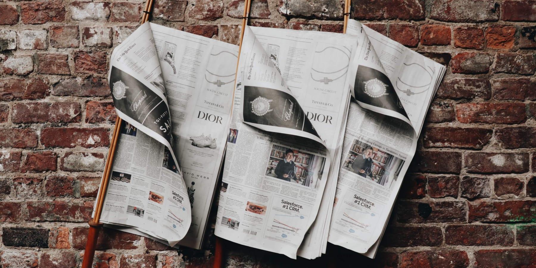 古新聞が、まるで本物の木に。新聞のアップサイクルでできた「NewspaperWood」
