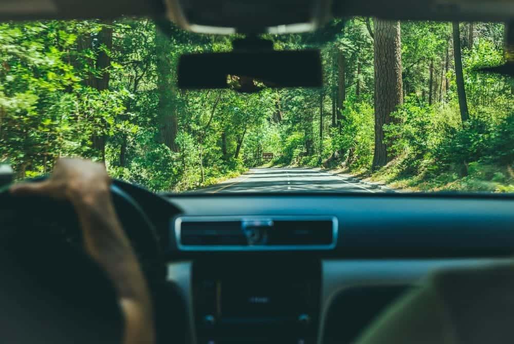 排出したCO2をカーボンオフセットできる配車アプリ「Facedrive」