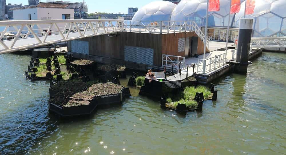 オランダ・ロッテルダムのプラスチックゴミで作られた水上公園