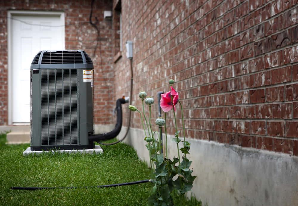 室外機に取りつけるだけ。霧の力でエアコンの消費電力を削減する「Mistbox」