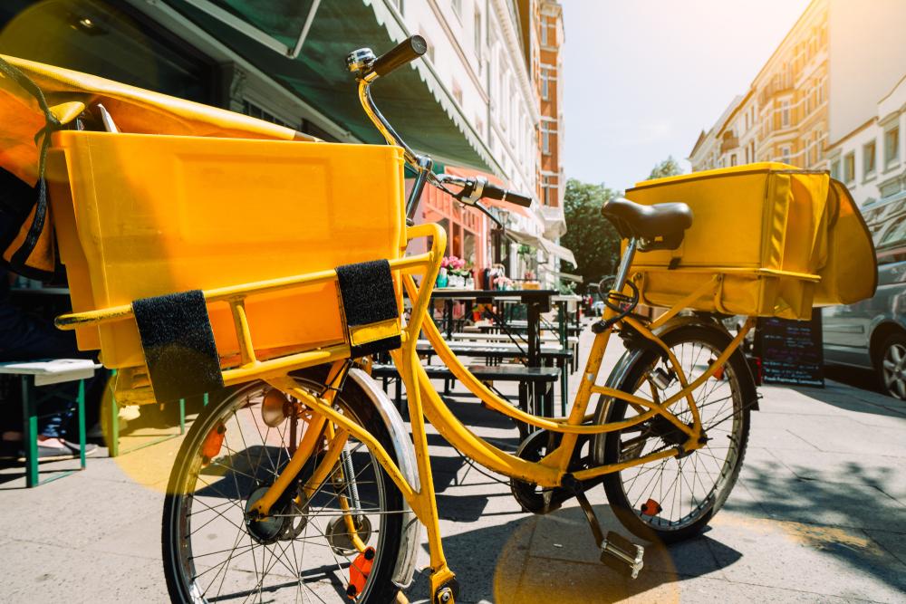 電気貨物自転車で小包配達を行う「CITY HUB WIEN」