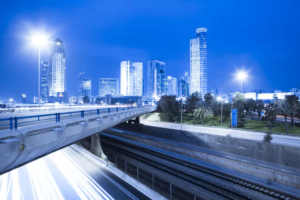 イスラエル発、電気自動車が走りながらワイヤレス充電できる道路