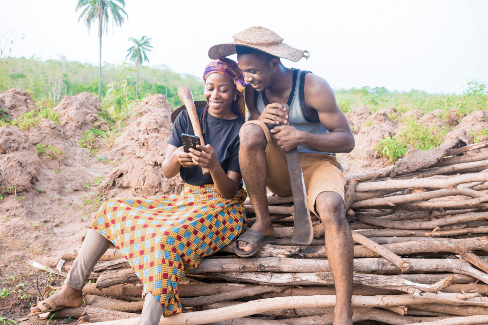 アフリカの農村に電気を届ける、コーヒーフィルターを使ったシンプルな電池