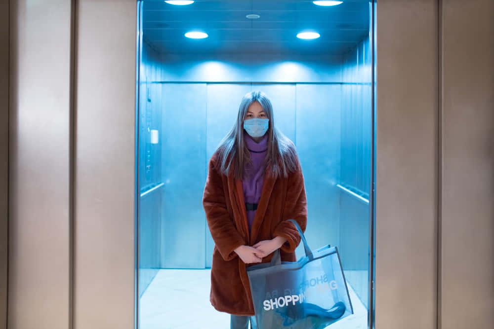 タイのショッピングモールが感染症対策で導入。エレベーターのボタンに替わるフットペダル