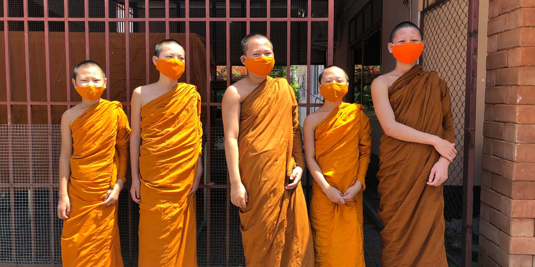 ペットボトルを再生利用したマスク 。タイの僧侶が制作