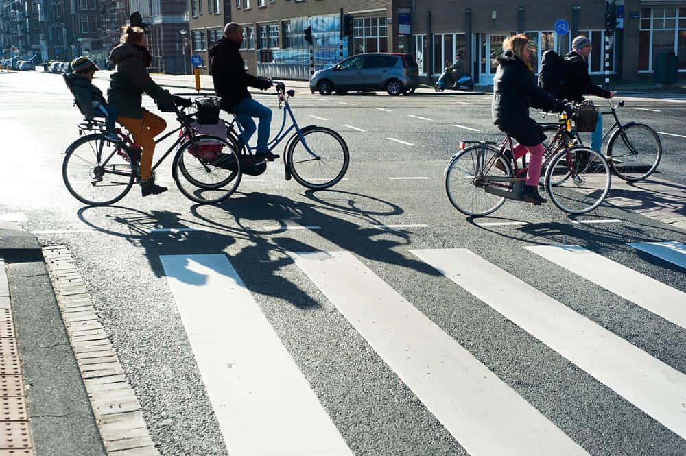 IoTでサイクリングをもっと安全にする、フォードのスマートジャケット