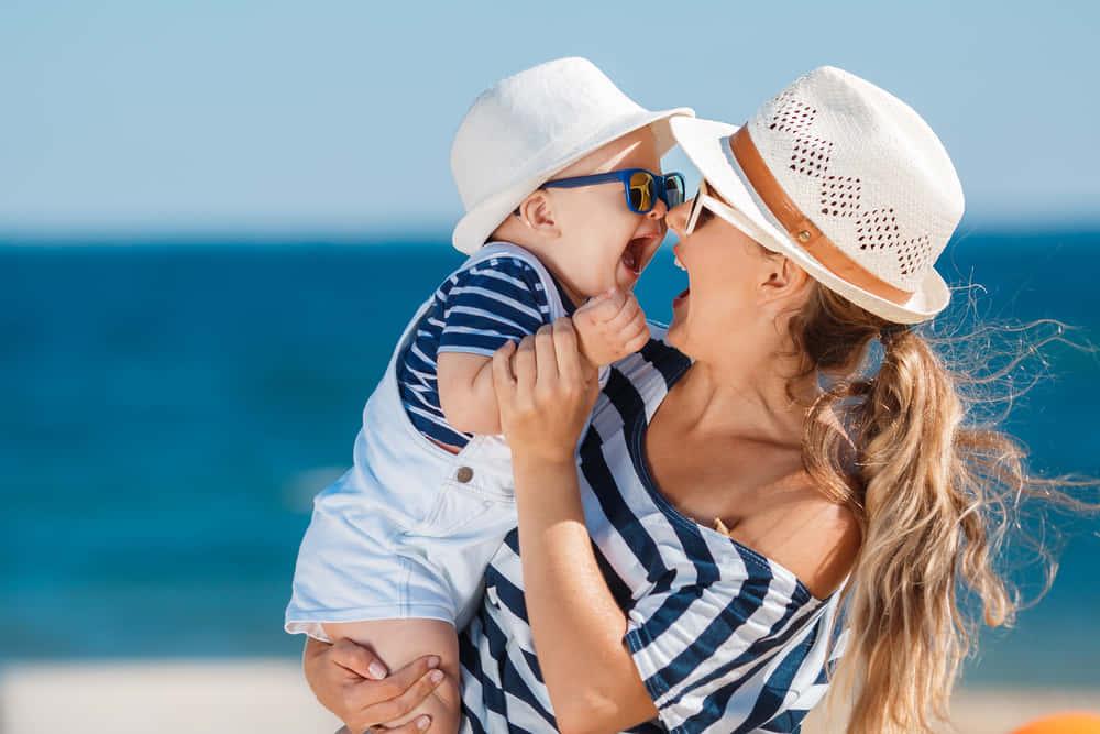"""育児休暇は「休暇」じゃない。育児の苦労を訴える""""バケーション""""ウェア"""