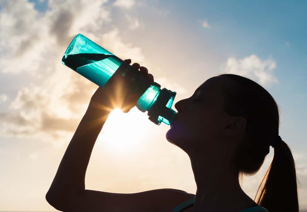 水不足を解消する。空気中の水分を飲料水に変えるパネル「Source」