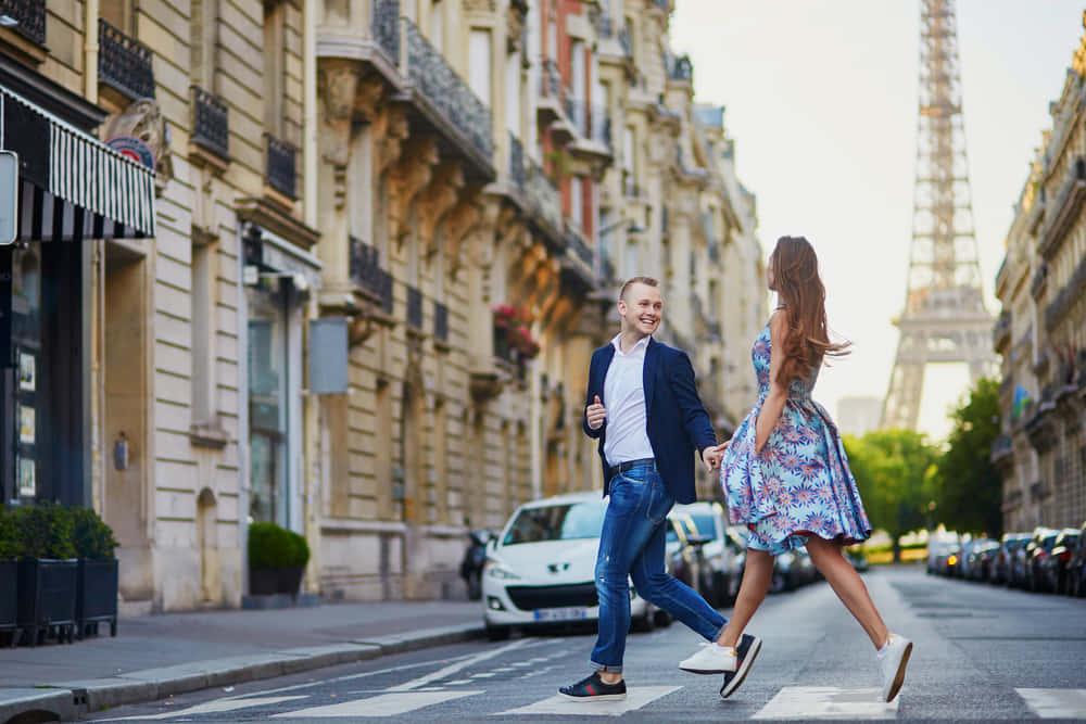 パリが毎年行う自動車の乗り入れを禁止する「車なしデー」