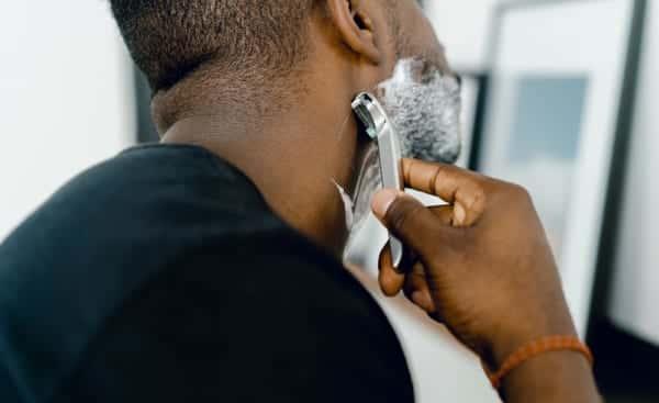 カミソリ刃が携帯用食器に変身する米国のアップサイクルプログラム