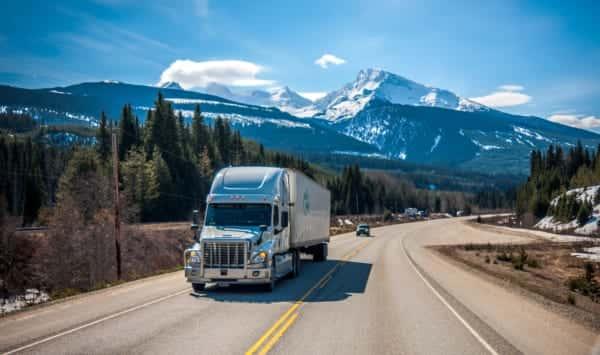 CO2を液体燃料に。トラックのCO2排出量を90%削減するシステム