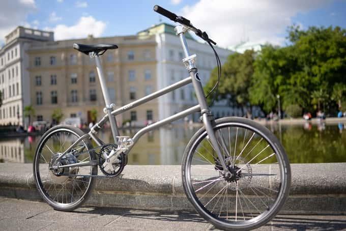 世界初!ペダルで自家発電する電動折りたたみ自転車