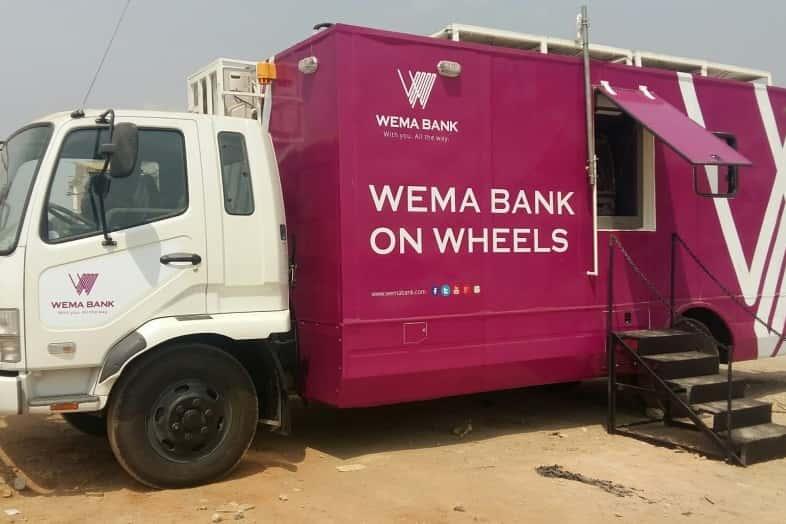 全ての人に金融へのアクセスを。ナイジェリアの太陽エネルギーで移動する銀行